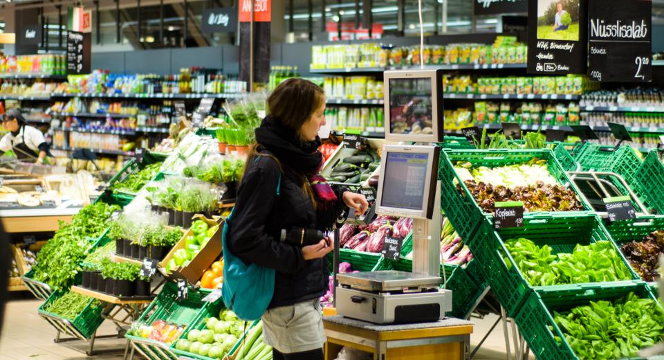 How digital signage can boost supermarket sales